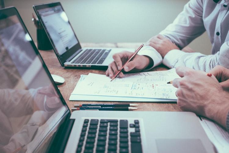 ホームページ制作会社の業者選定で抑えるべきポイント